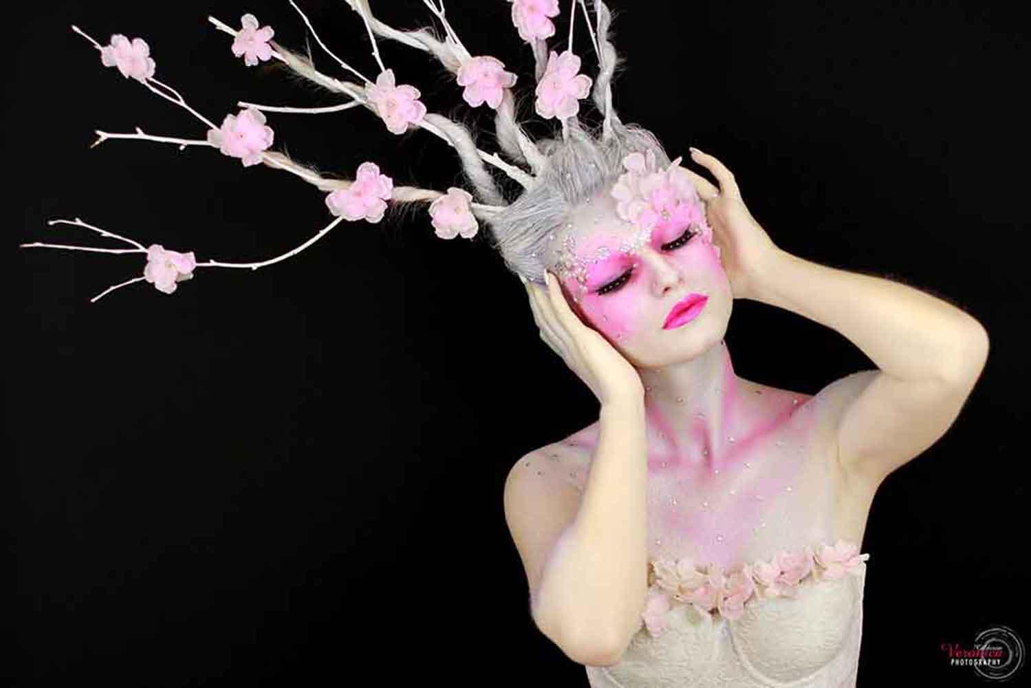 maquillaje caracterización cabello ramas tonos rosas