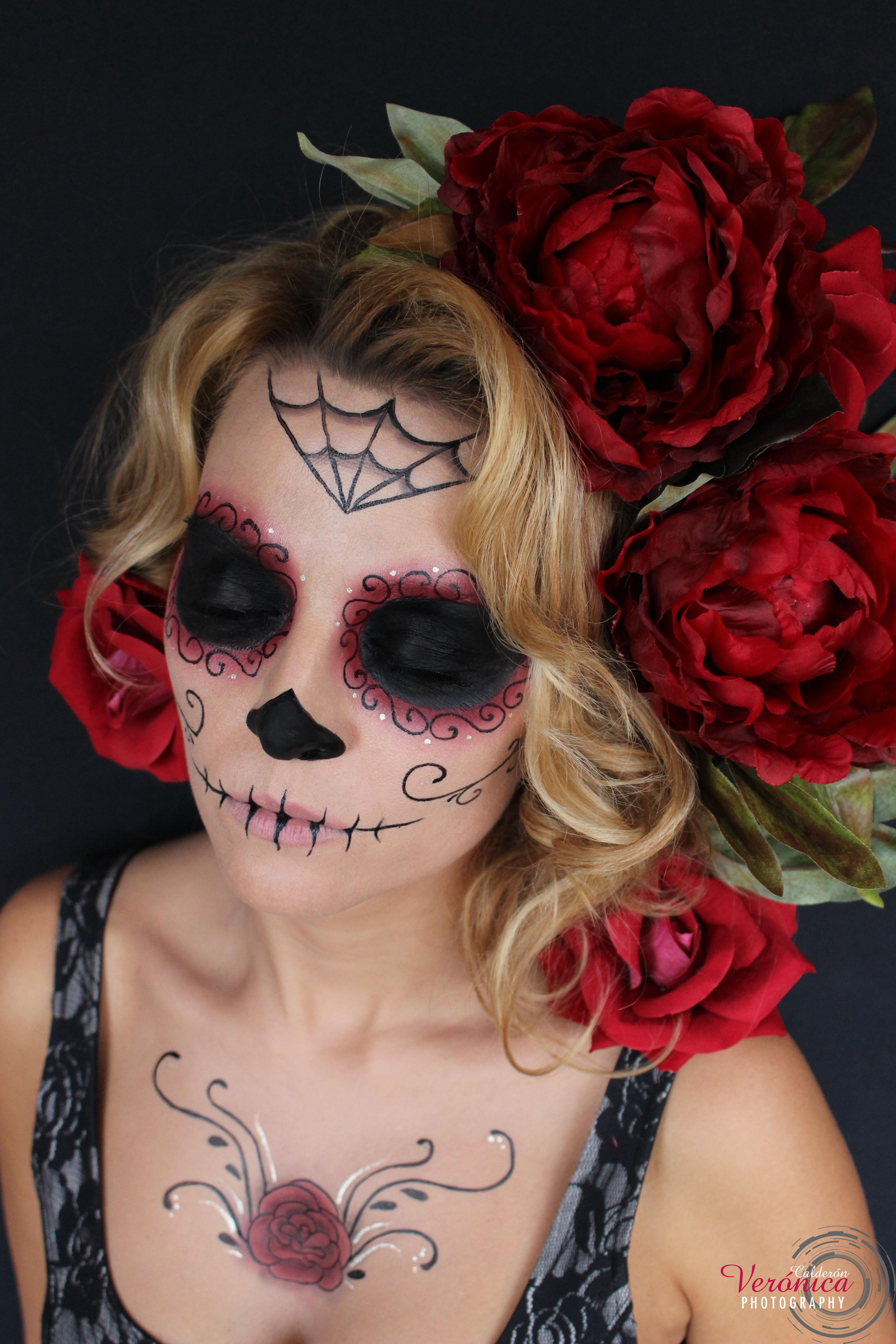 maquillaje halloween catrina flores rojas
