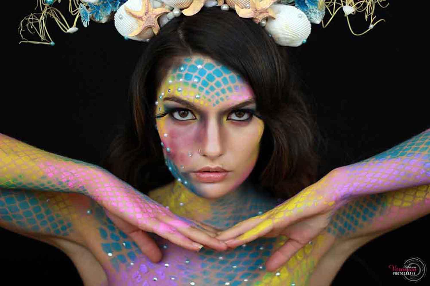 maquillaje de caracterización fantasía pestañas bodypainting escamas sirena Verónica Calderón