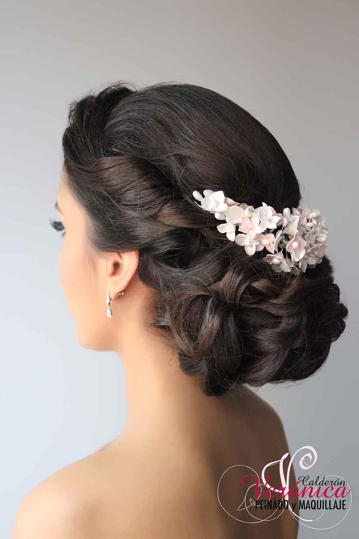 peinado-maquillaje-novias-domicilio-madrid-verónica-calderón-peinado-romantico-tocado-flores-porcelana-rosas-blancas-pestañas-postizas-porcelanycron