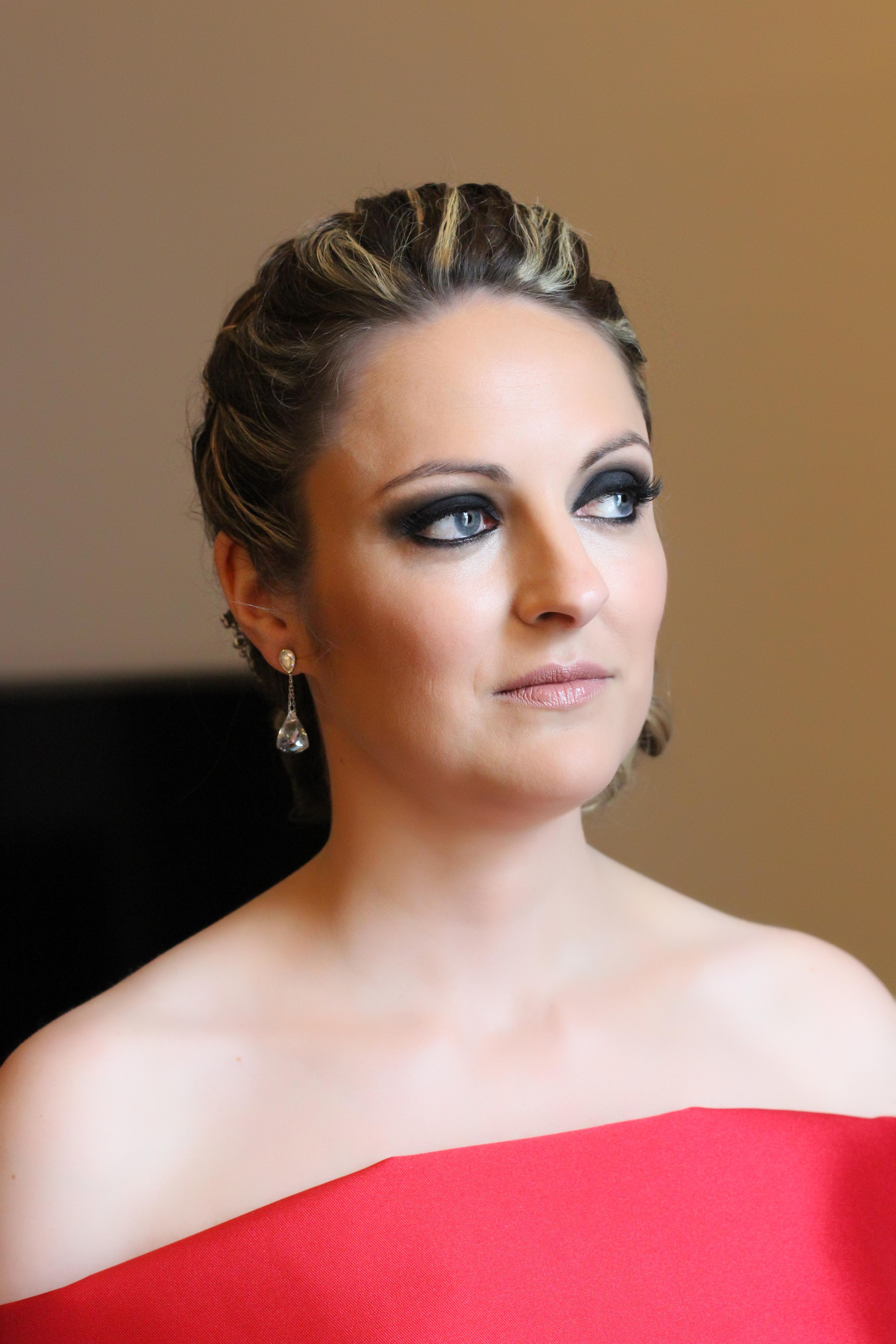 Maquillaje invitada ojos ahumados domicilio Verónica Calderón