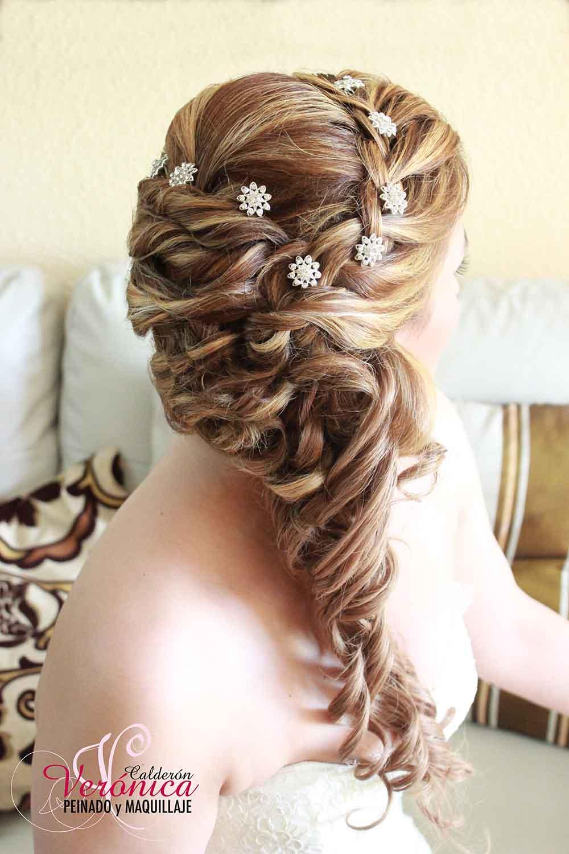peinado-maquillaje-novias-madrid-domicilio-verónica-calderón-semirecogido-ondas-suaves-trenza-diadema-cabello-rubio-mechas-adorno-pelo-florecitas-cristal-swarovski