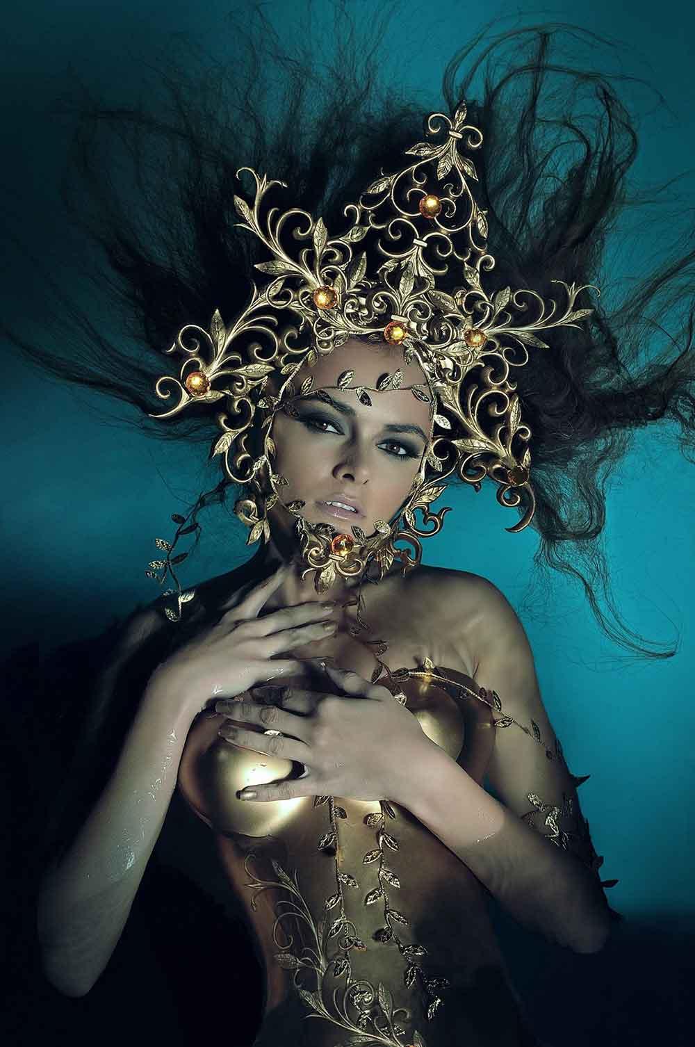 maquillaje caracterización reina dorado