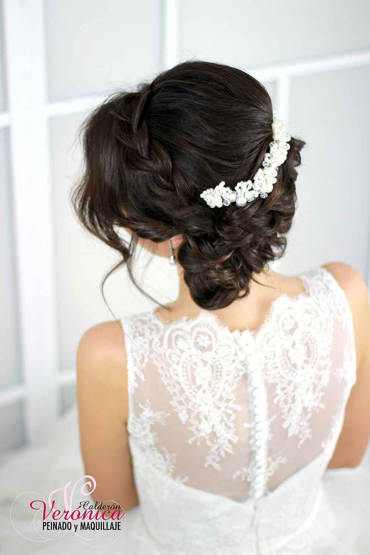 peinado-novia-moño-ladeado-bajo-efecto-despeinado-trenza-diadema-abierta-lateral-ondas-suaves-retorcidos-paniculata-peluquería-domicilio-madrid-verónica-calderón